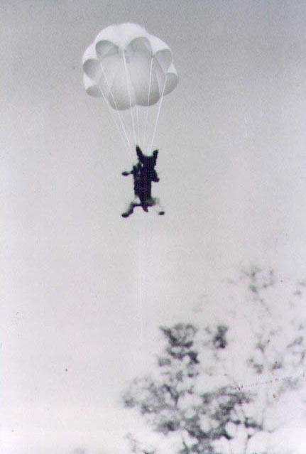 Smoky_Parachuting